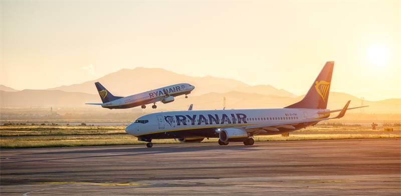 Avions Ryanair peints en bleu