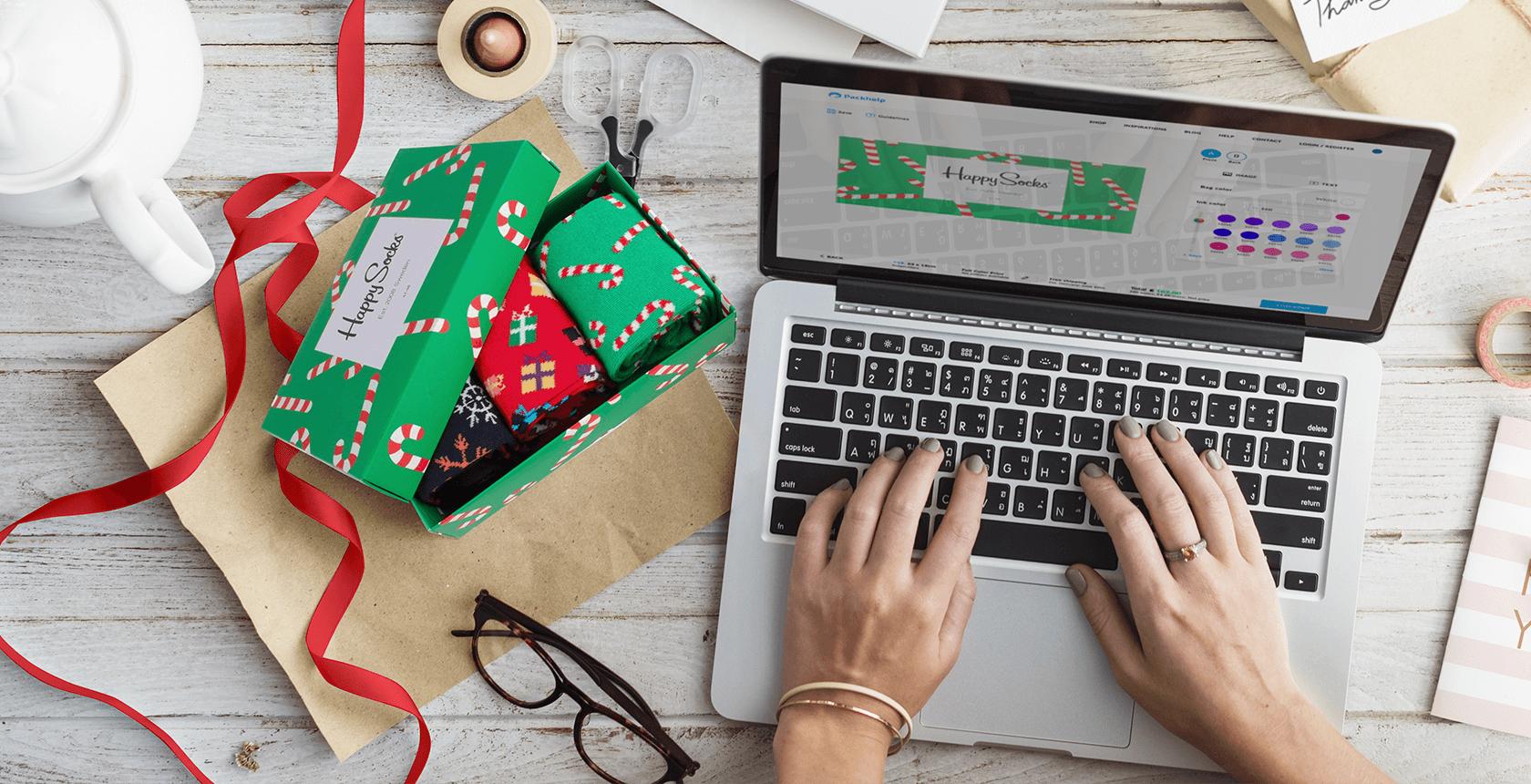 una chica busca en Internet cómo agilizar las ventas en Navidad