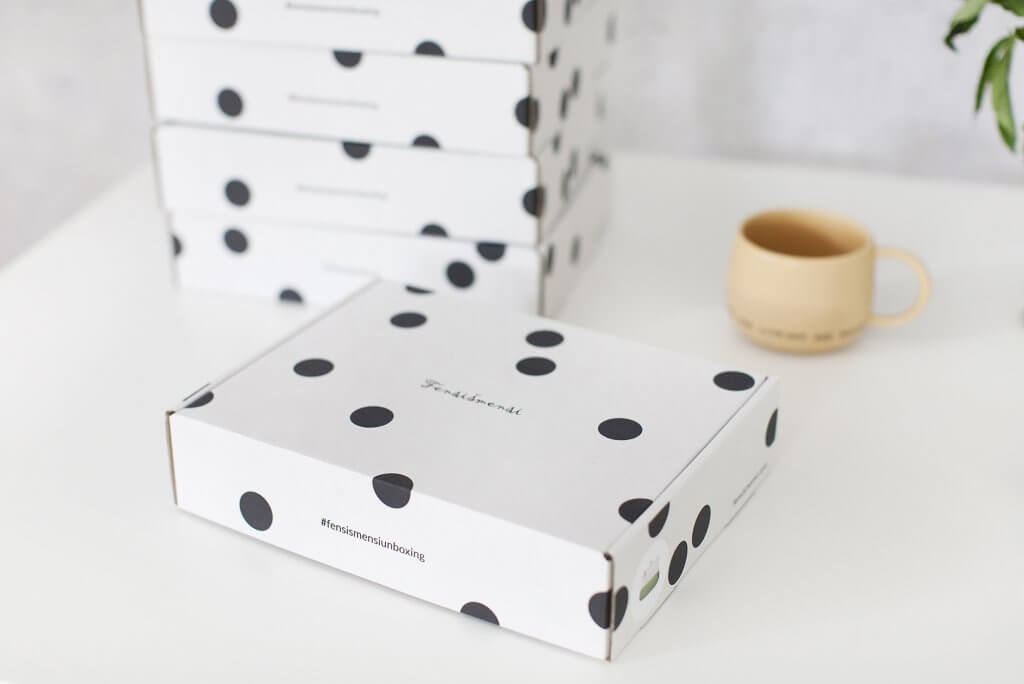 Fensismensi packaging with a printed hashtag