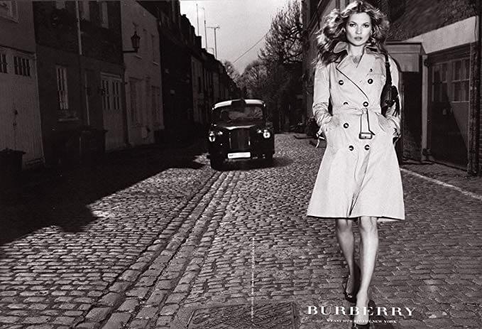 La mannequin Kate Moss dans une publicité Burberry