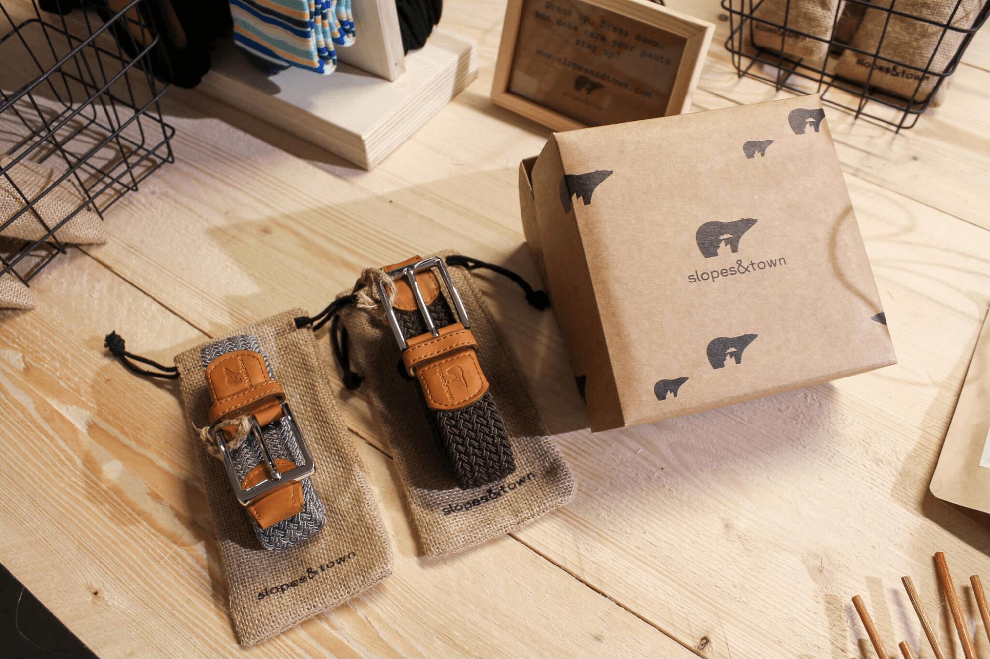 Eco carton de la marque Slopes & Town conçu par Packhelp - emballage ecologique