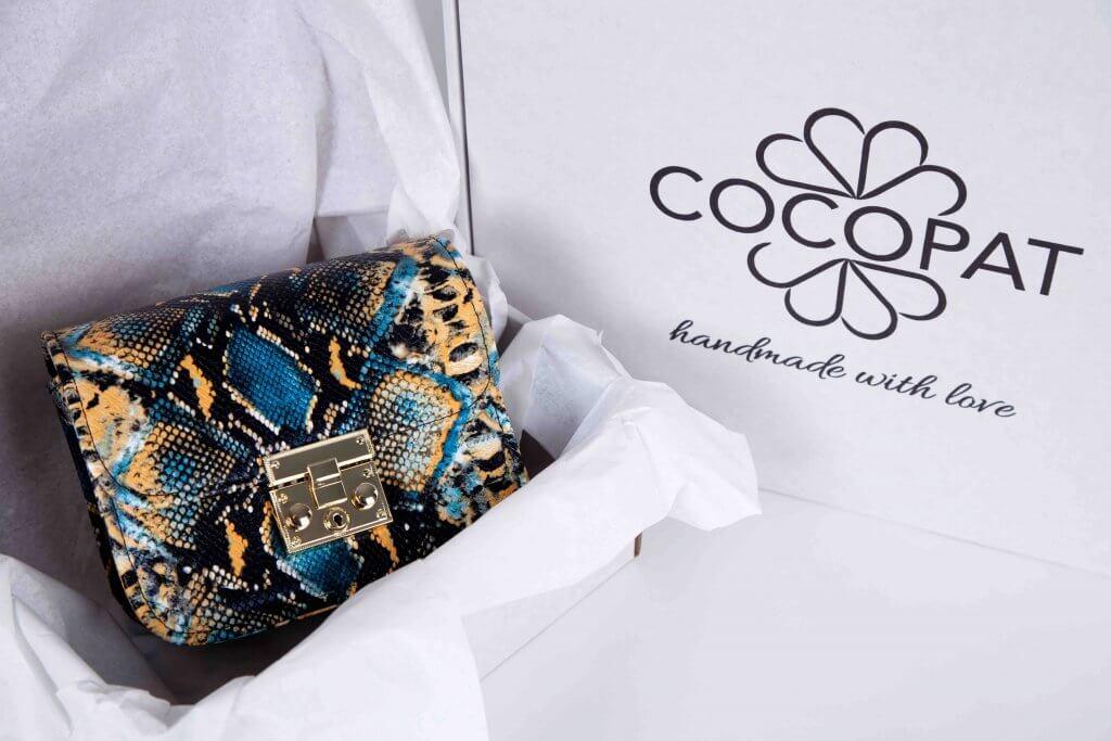 Kleine Tasche von Cocopat in Versandschachtel mit Seidenpapier