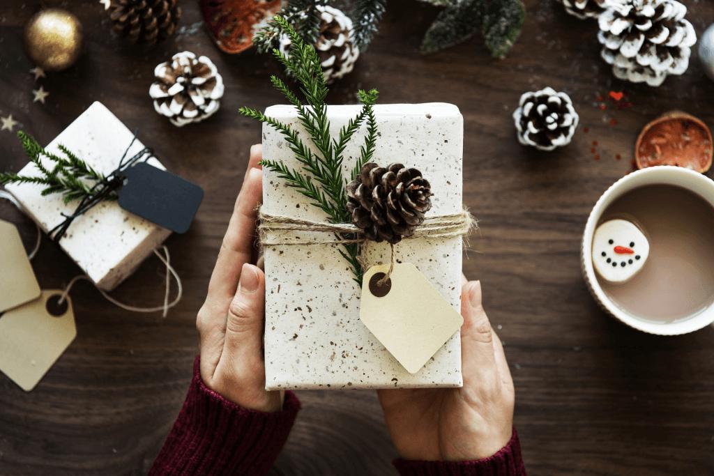 Los regalos clásicos siguen en auge en Navidad