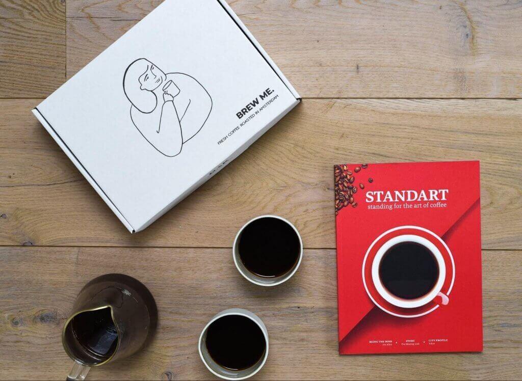 packaging Dak Coffee Roasters et tasses de café