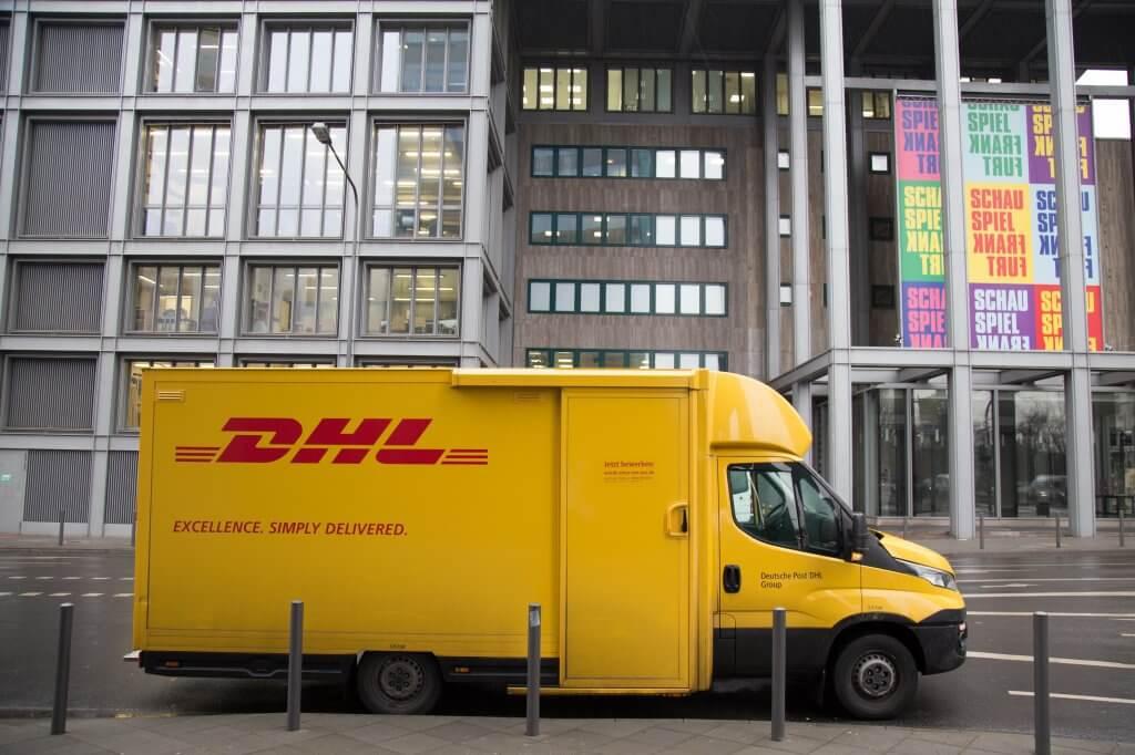Furgone consegne DHL in città