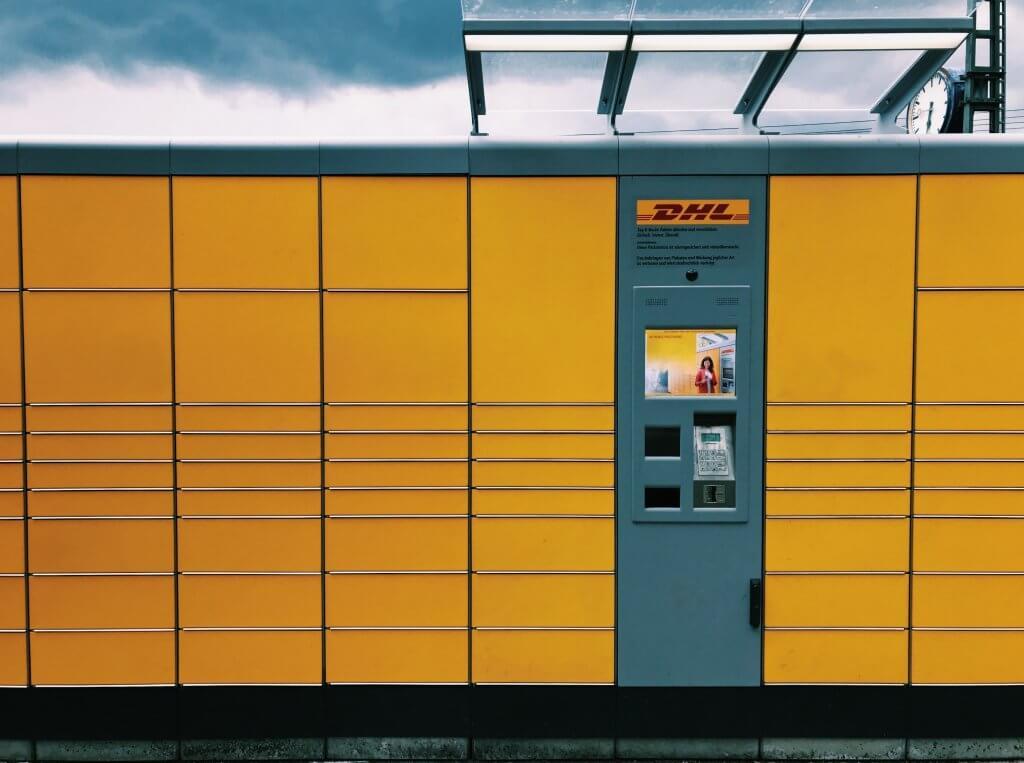 Container giallo DHL spedizioni