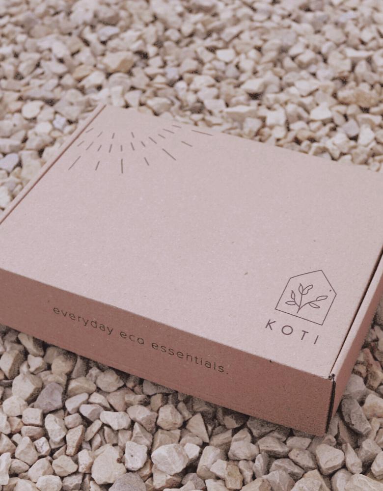 pudełko wysyłkowe eko marki Koti