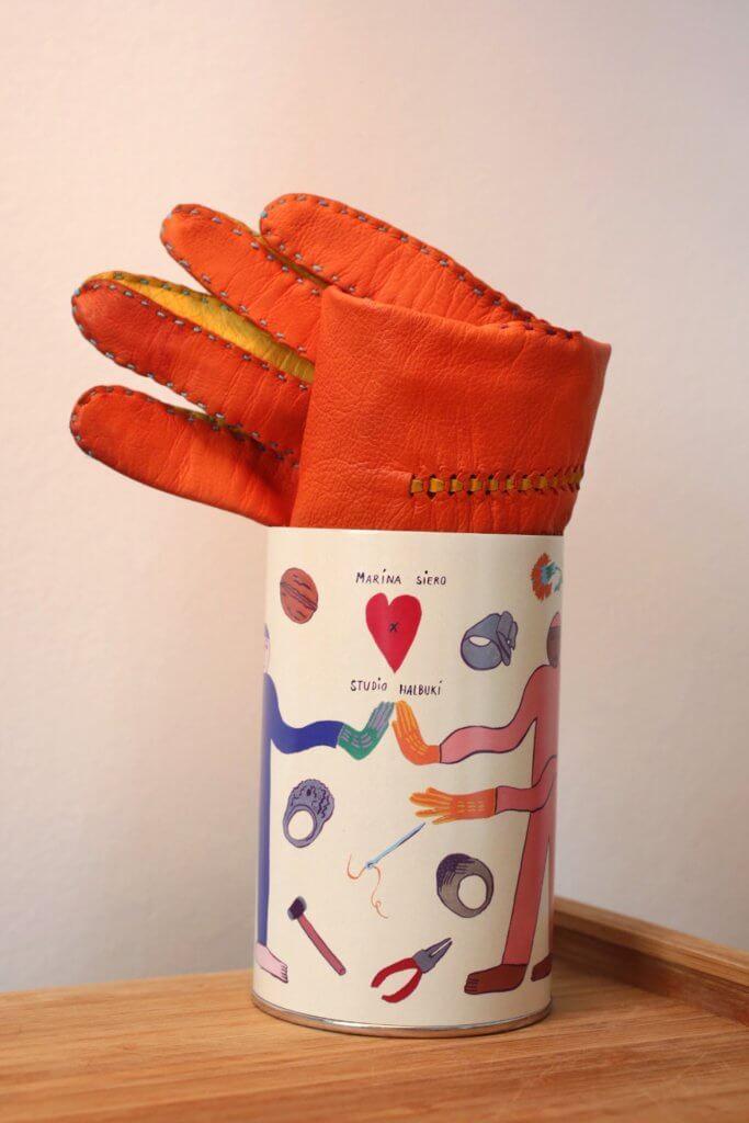tuba kartonowa i rękawiczka studio halbuki